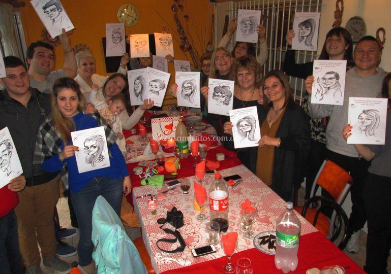 Gente feliz con su caricatura