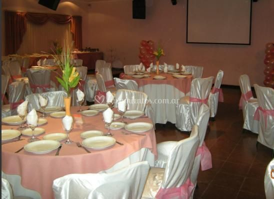Salón Bordó, mesas redondas