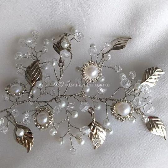 Perlas, strass y metal