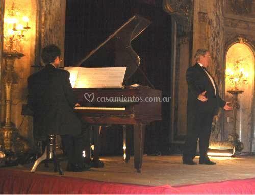 Cantante y piano
