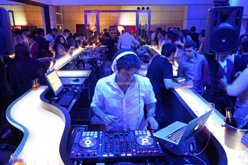 Barra y DJ