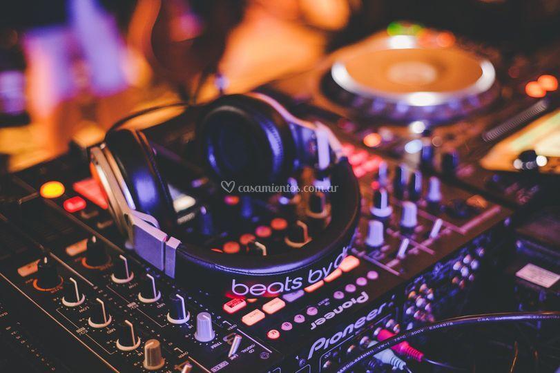 DJ durante la fiesta