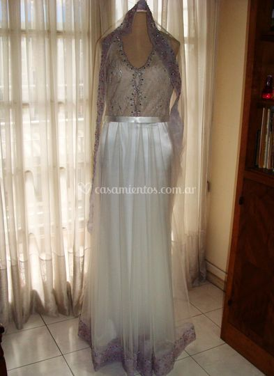 Tul bordado, organza y saten.