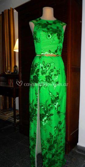 Tul bordado verde esmeralda.