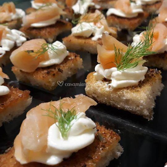 Bruschettas de salmón