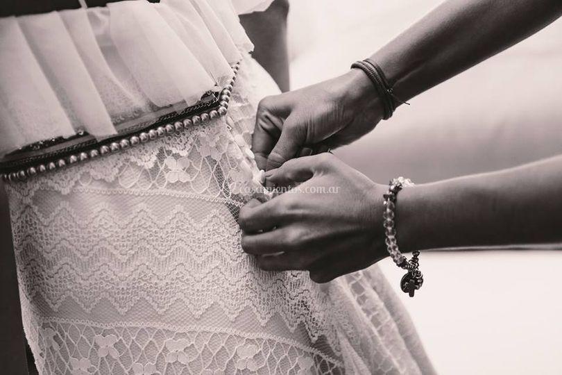 Tul labrado y faja de perlas