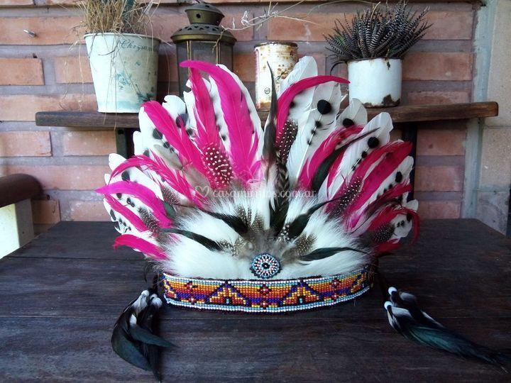 Corona de plumas ella