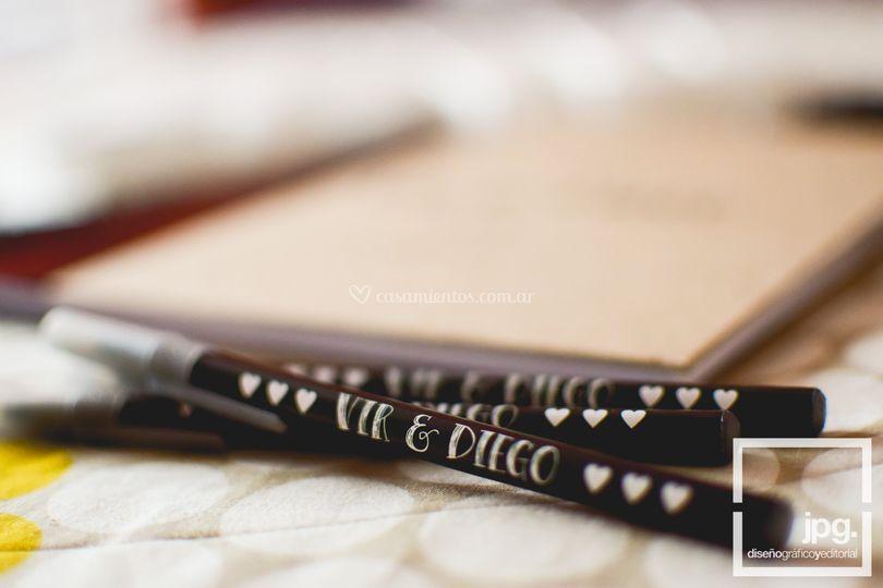 Libro de firmas y lapiceras