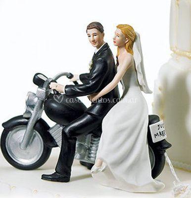 "Cake topper ""novios en moto"""