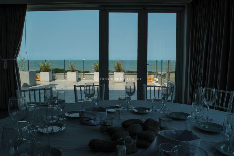 Balcón y vista al mar