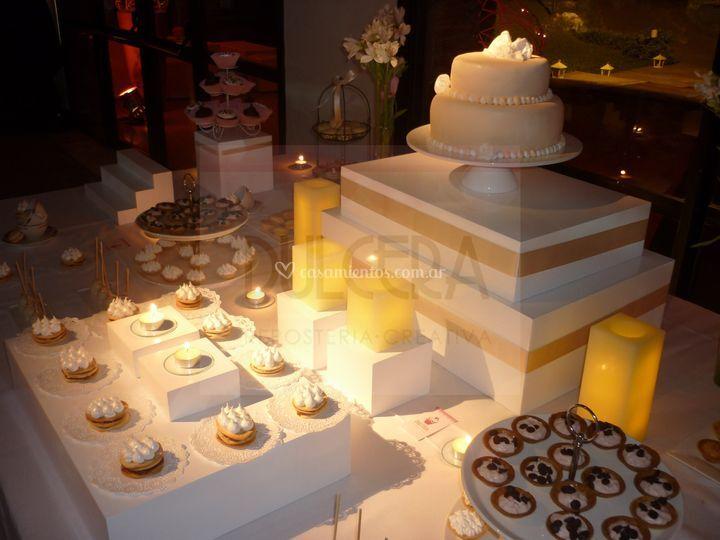Mesa dulce con torta