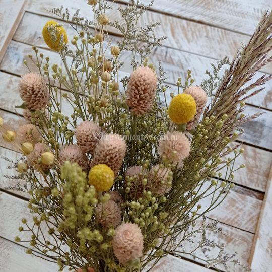 Ambientación con flores secas