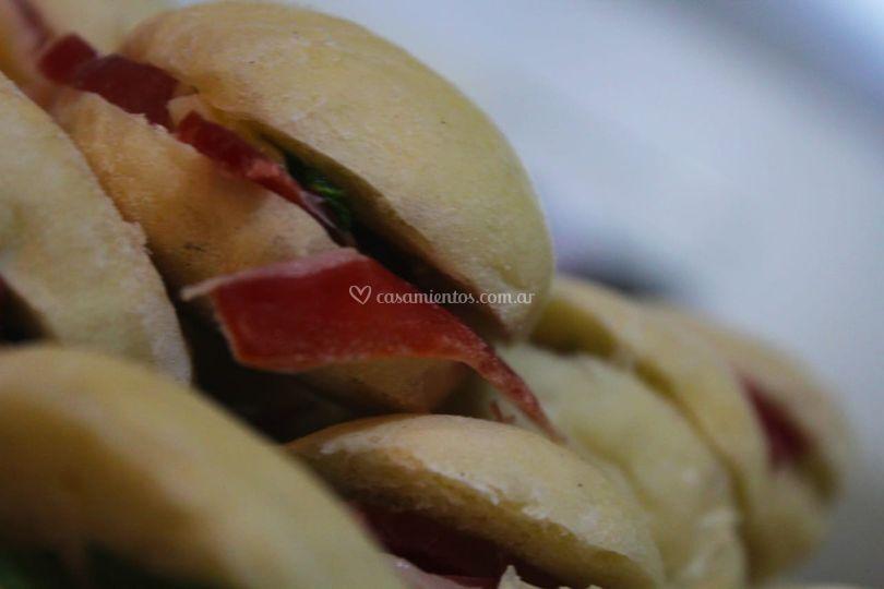 Sandwiches de jamón crudo
