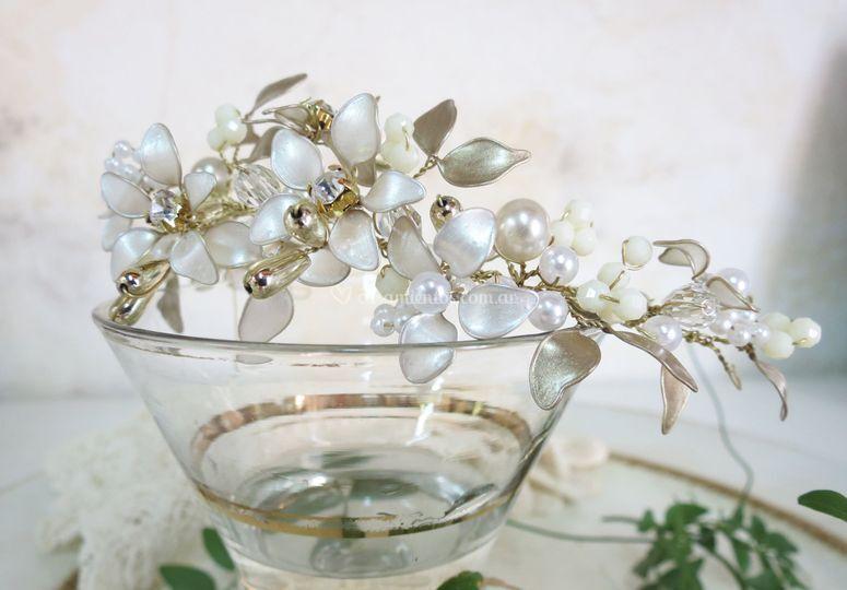 Tocado de flores esmaltadas