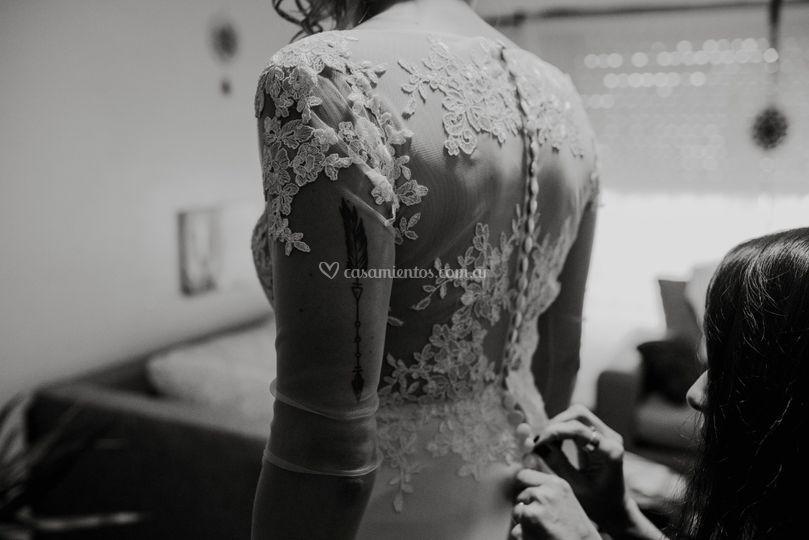 El vestido con tajo de Jowi
