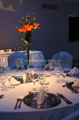 Detalles florales en el centro de las mesas