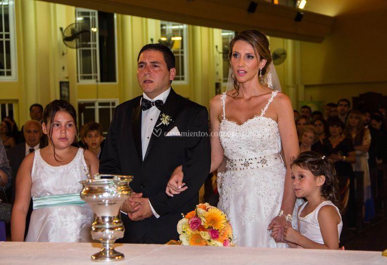 Con sus hijas como testigo