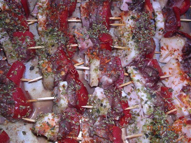 Pinches de carne morrón y jamón