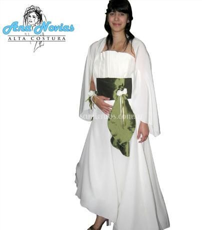 Vestido en seda creppe y corset con cintura en taftán