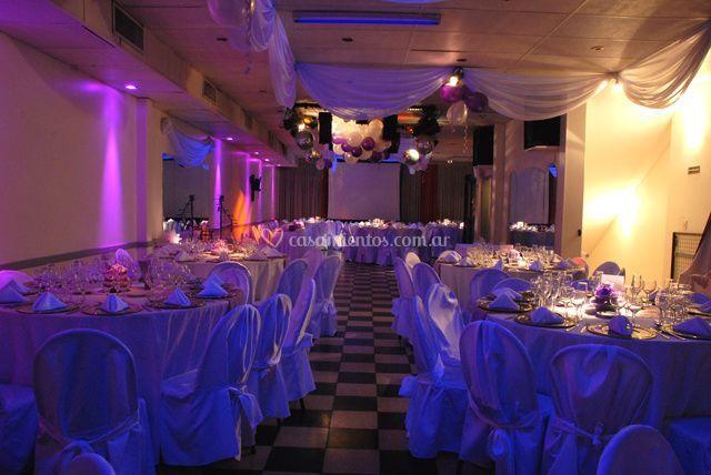 Distintos toques de iluminación en el banquete