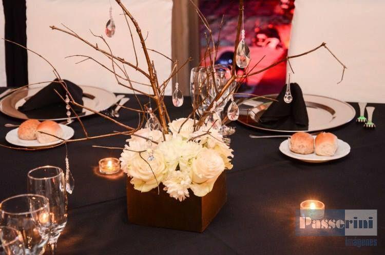 Centro de mesa flores y cairel