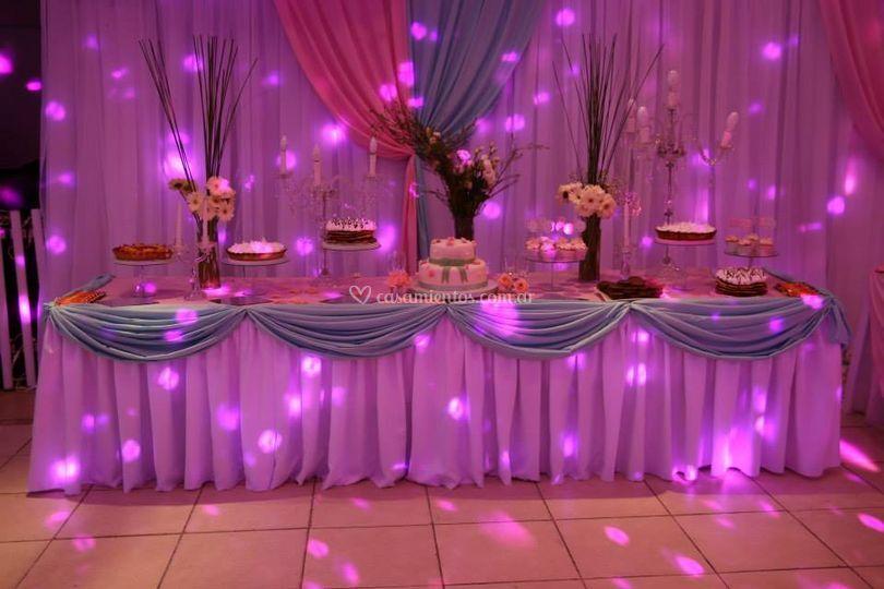 Mesa torta y dulce