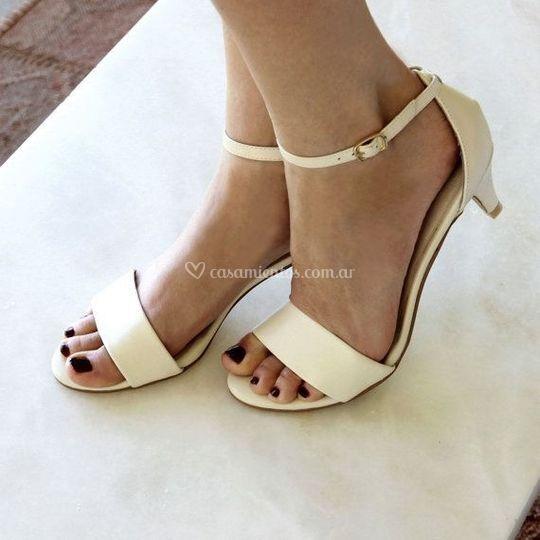 Zapatos tacos bajos