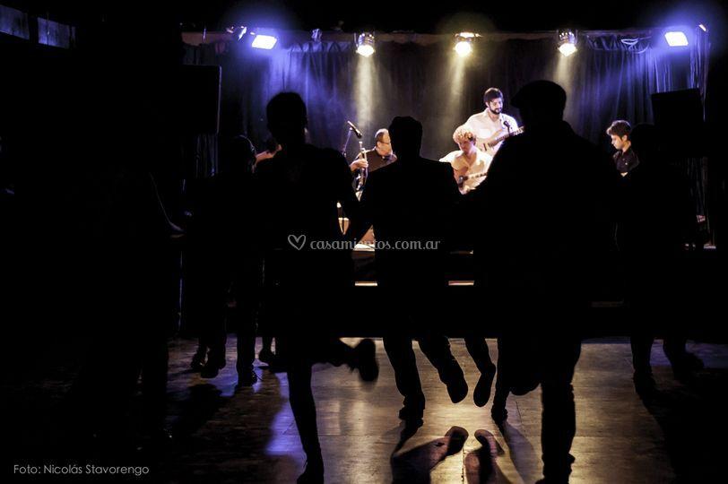 Bailando al ritmo de la banda