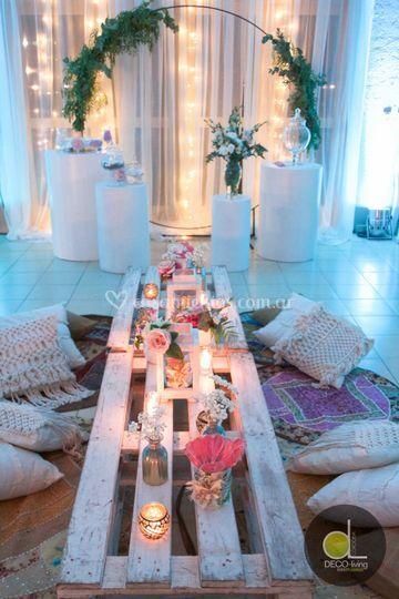 Mesas bajas . Con alfombras