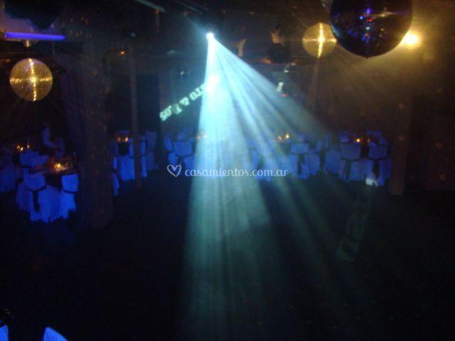 DJ y luces de pista