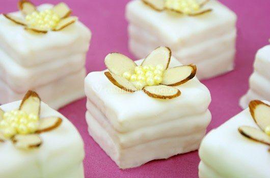 Petit fours de limón