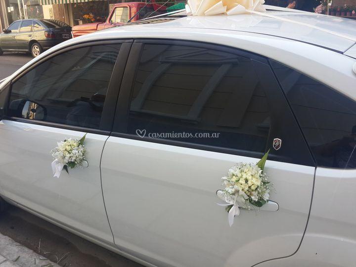 Arreglo floral auto