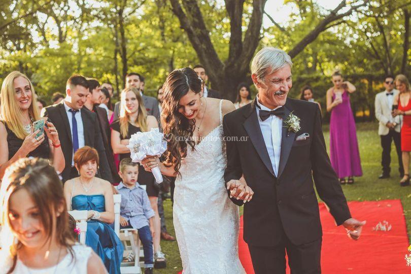 Flor ingresando con su padre
