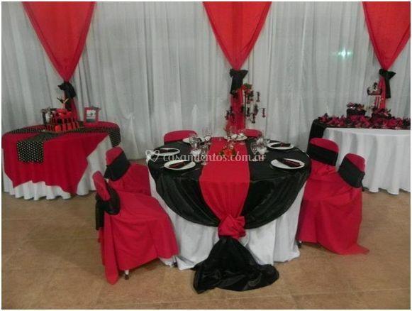 Decoración en rojo y negro