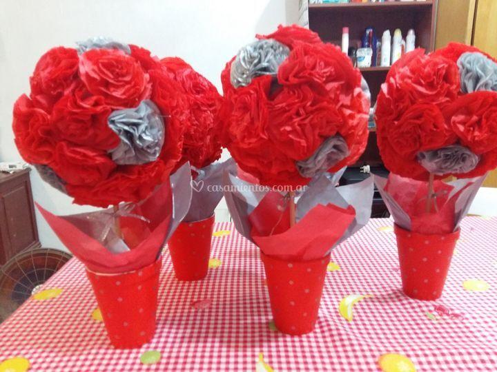 Flores rojas y plata