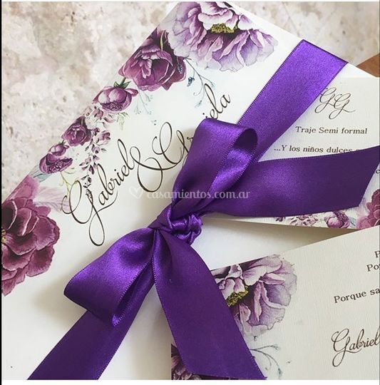 Tarjeta de boda flores purpura