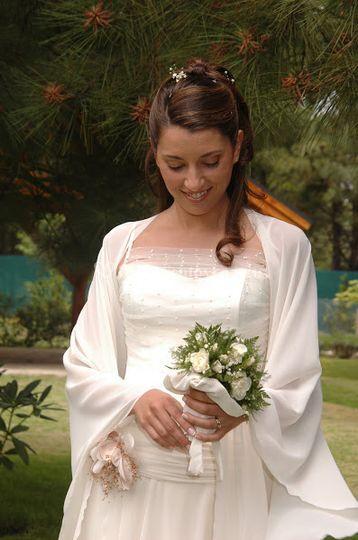 Traje de boda drapeado