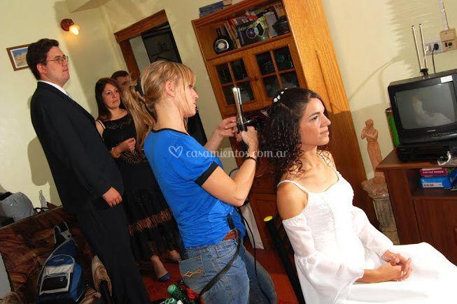 Peinando la novia