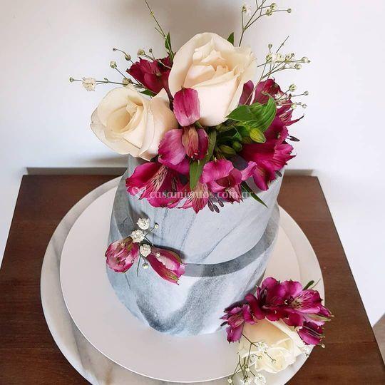 Torta de mármol con flores