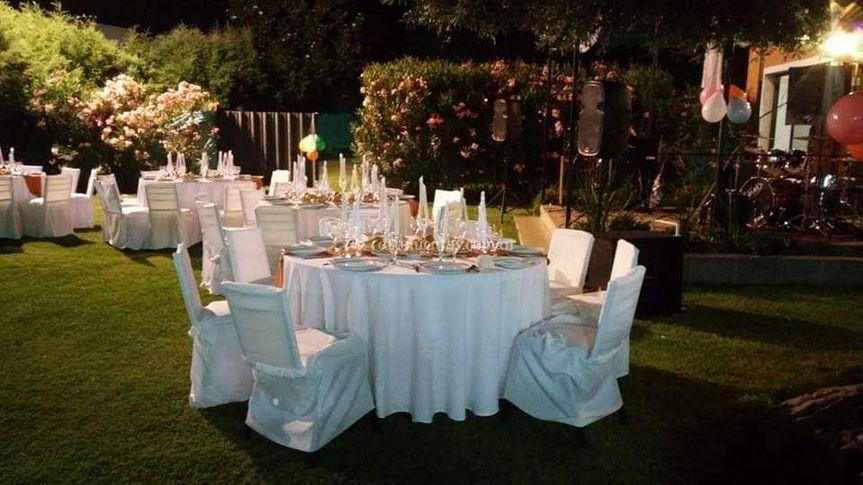 Mesa en jardines