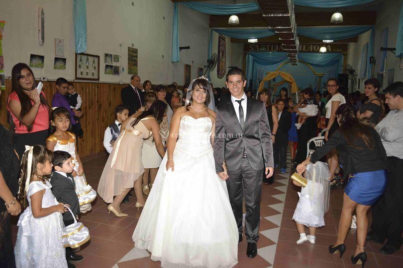 Abby y Eze recién casados