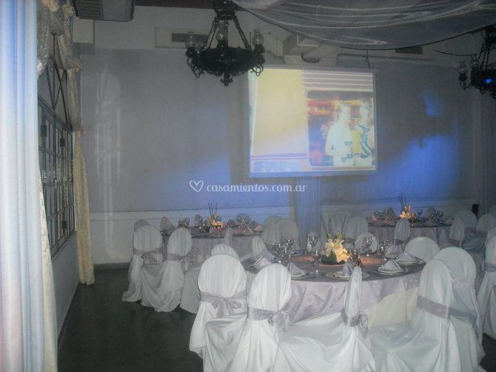 Salón vestido de blanco