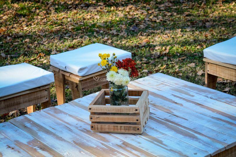 Mesa rectangular con canasta
