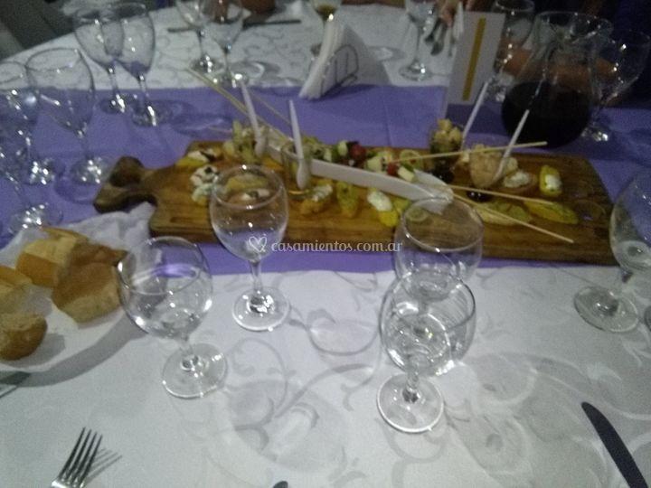 Al centro de la mesa