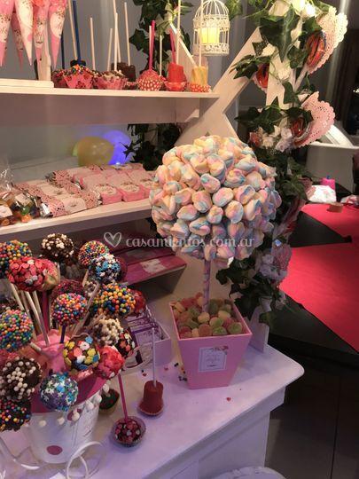 Candy bar topiarios