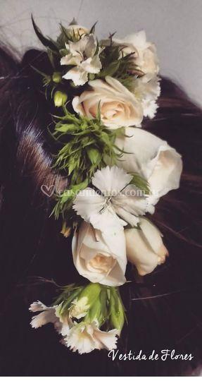 Tocado con rosas y macetillas