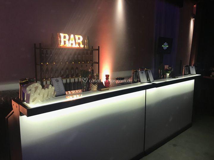 Bar & company
