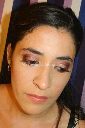 Maquillaje en tonos violeta