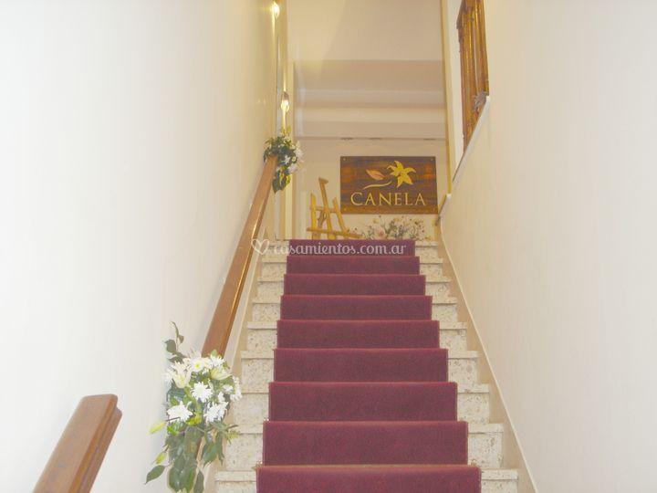Escalera de acceso de Canela Eventos & Recepciones