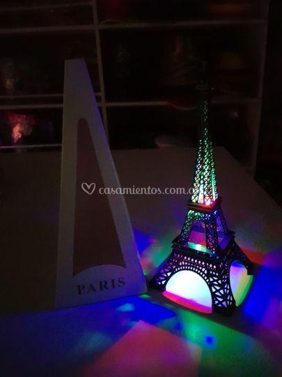 Torre Eiffel luminosa
